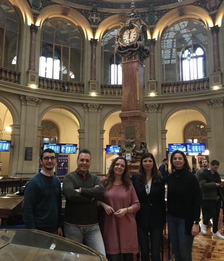 El equipo R+Cash Lab visita la Bolsa de Madrid